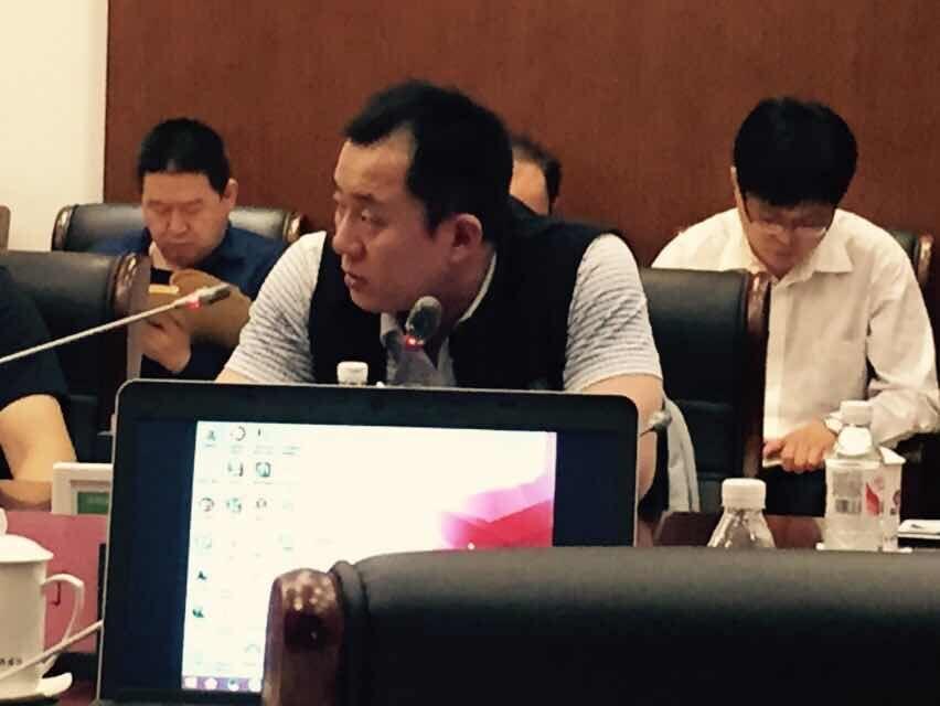 云酷科技董事长王刚在会议中讲话